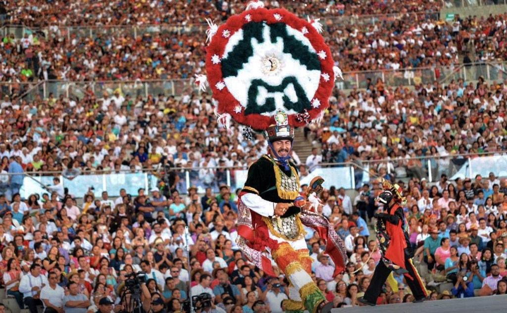 Treinta comunidades oaxaqueñas llevaron al Cerro del Fortín su música tradicional, su vestimenta típica. (Twitter Guelaguetza Oficial)