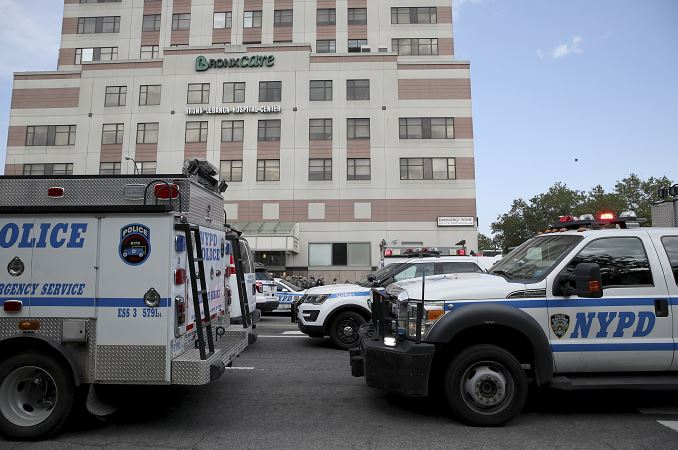 médico, fusil de asalto, hospital, Nueva York, bronx