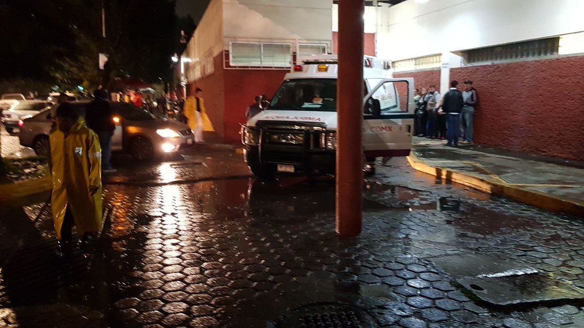Reportan filtraciones de agua en el Hospital La Villa