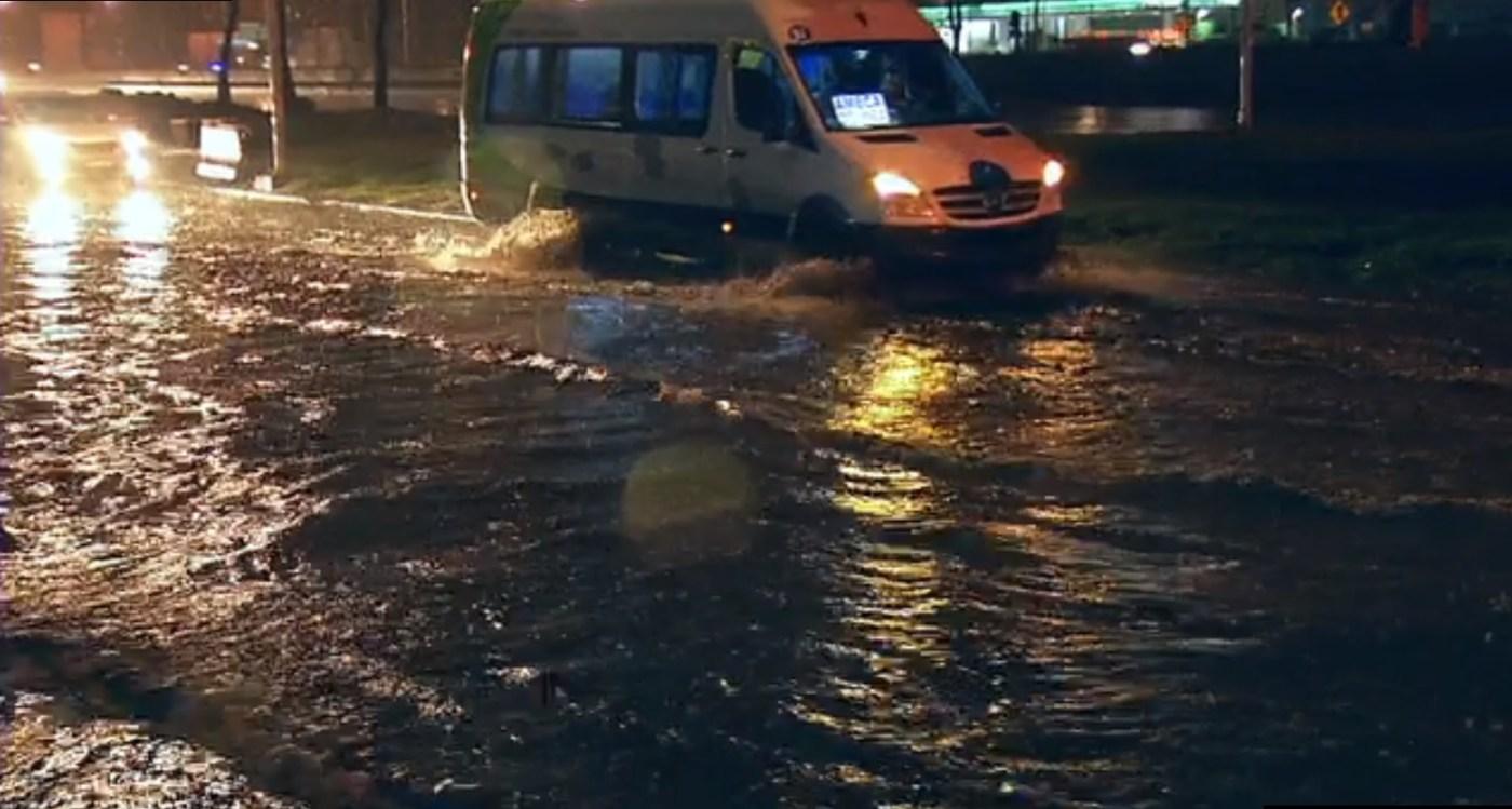 los autos no pueden circular por lluvias en el edomex