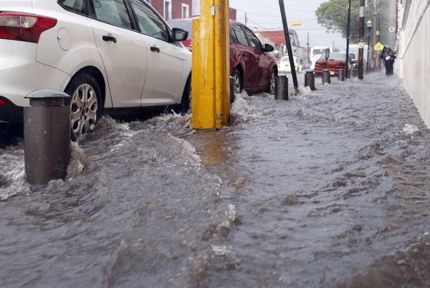 Intensas lluvias en Puebla (Twitter:@OroNoticias)