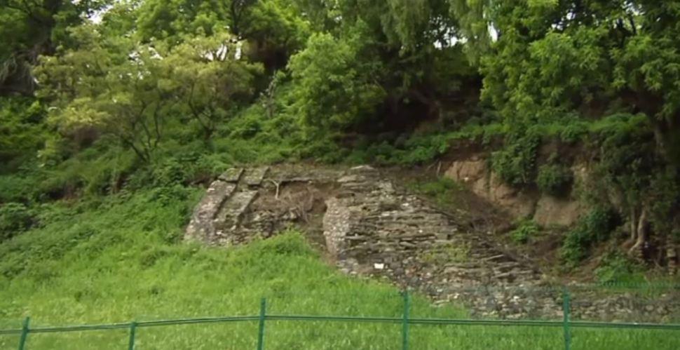 Lluvias causan derrumbes en la zona arqueológica de Cholula, Puebla