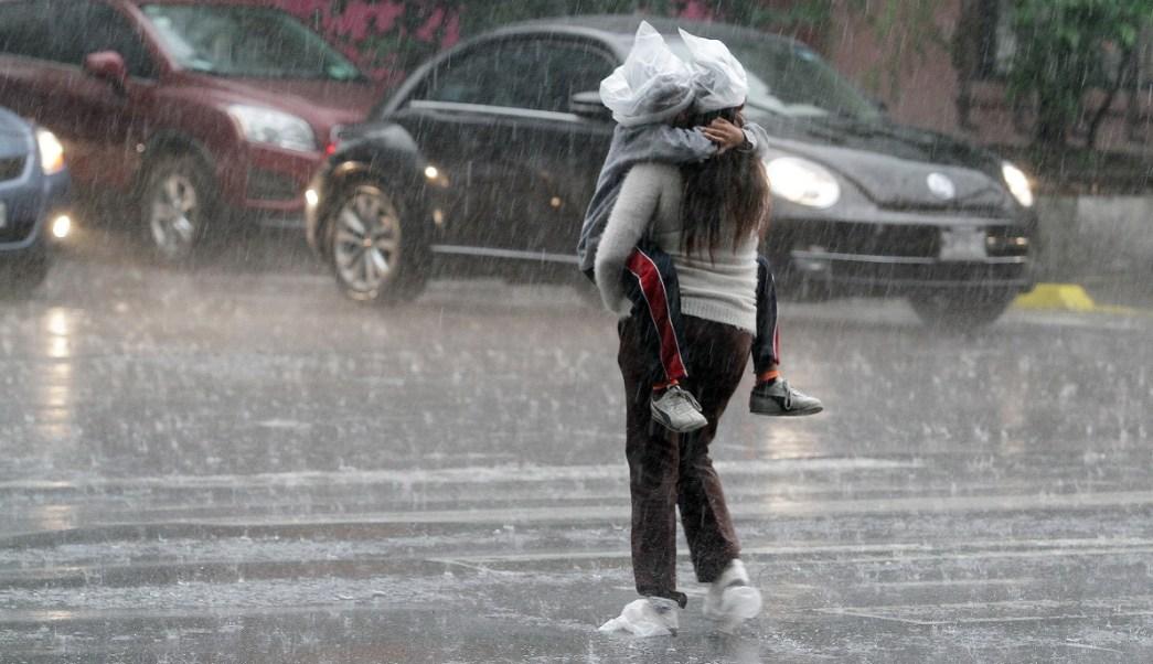 Lluvia inunda inmediaciones del Reclusorio Oriente
