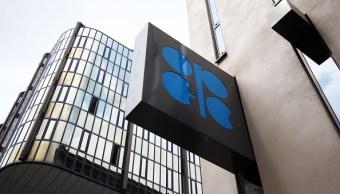 Logotipo de la OPEP afuera de su Secretaría