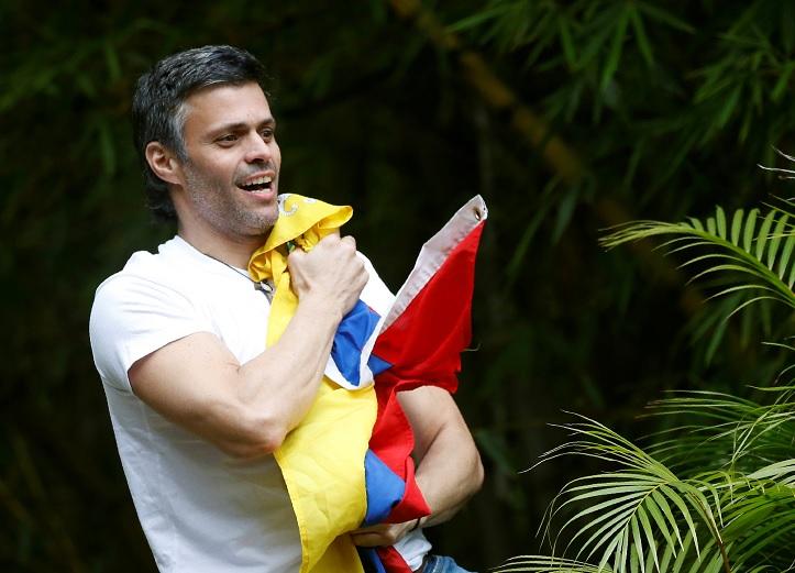 El líder de la oposición venezolana, Leopoldo López en prisión domiciliaria (Reuters)