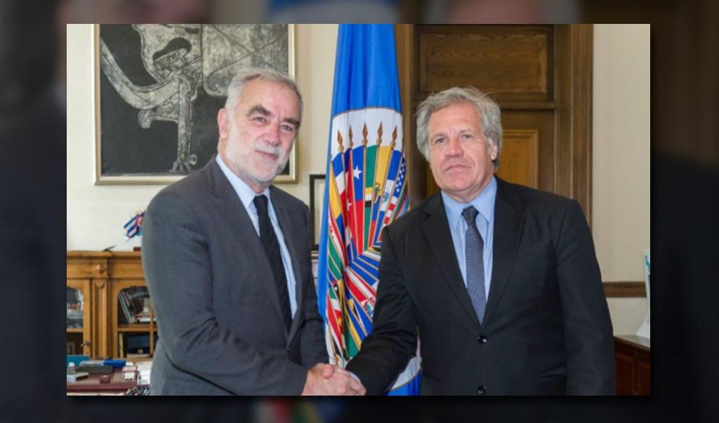 Luis Moreno Ocampo con Luis Almagro en la OEA