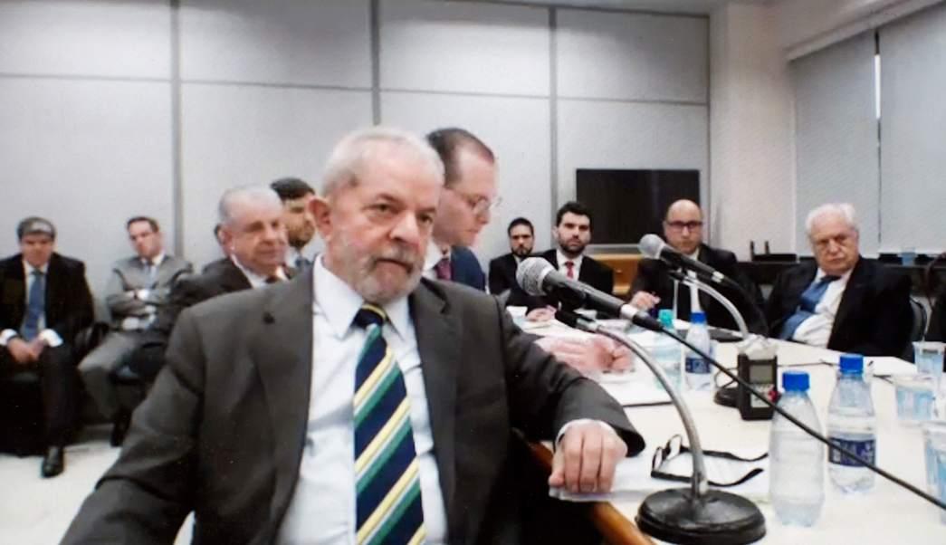 Lula da Silva en una corte donde lo juzgan por corrupción