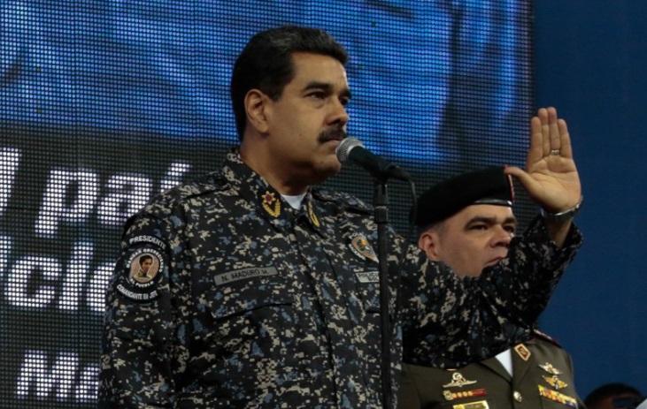 Nicolás Maduro se probó el nuevo uniforme de la Policía Nacional Bolivariana el 14 de julio durante un acto público (Foto: vtv.gob.ve)
