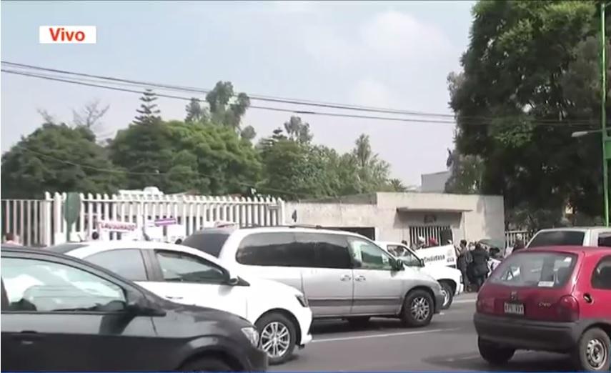 Manifestantes protestan frente a la sct en la cdmx
