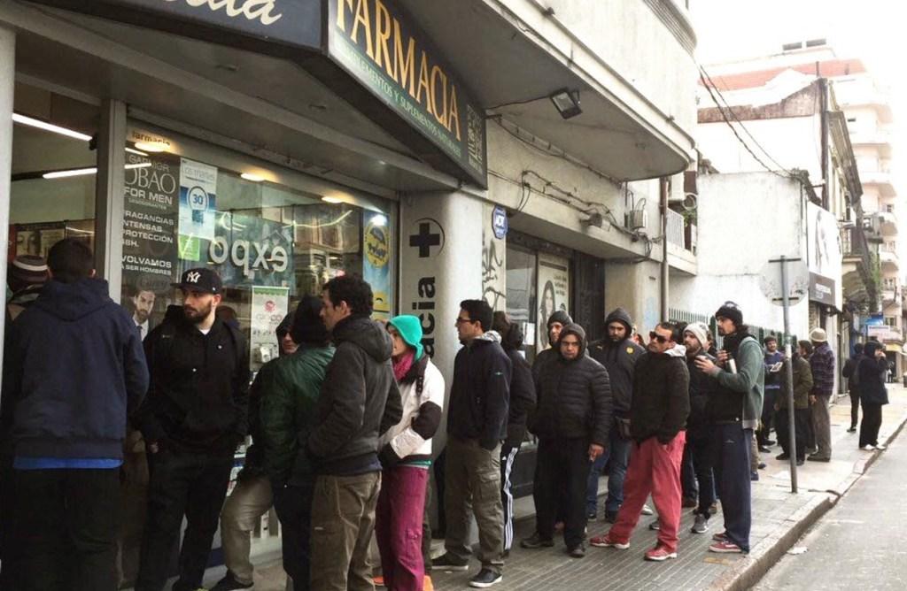 La marihuana ya se vende en farmacias de Uruguay. (Twitter Revista THC)