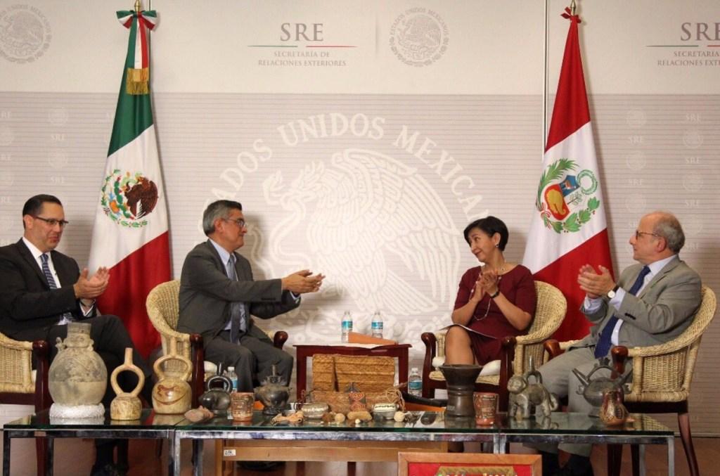 México restituye piezas arqueológicas a Perú. (Twitter SRE)