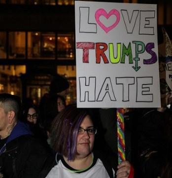 Miembros comunidad transgenero manifiestan Donald Trump