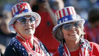 Dos mujeres estadounidenses celebran la Independencia