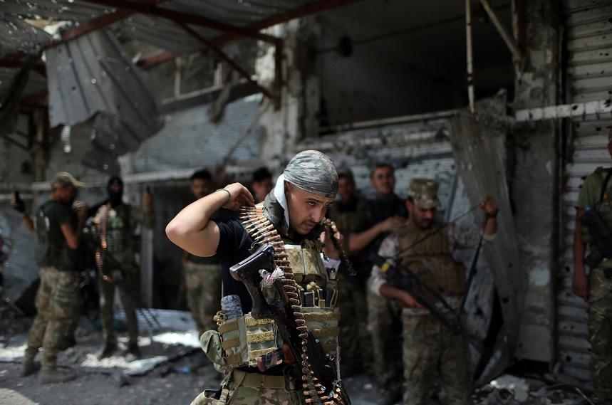 Combatientes contra militantes del Estados Islámicos en la Ciudad Vieja de Mosul (Reuters)