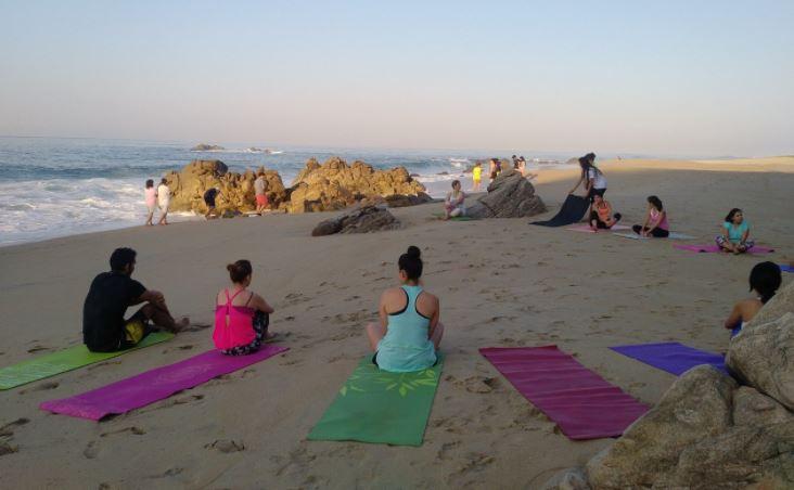 Turistas saturan playa de puerto escondido oaxaca televisa news - Viajes a puerto escondido ...