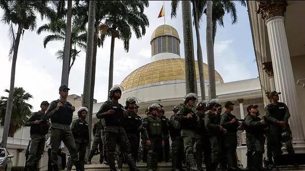 Opositores hieren a siete GNB durante protestas violentas en Caracas