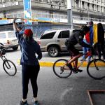 Opositores venezolanos realizan bloqueos de calles