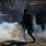 Opositores venezolanos se enfrentan a fuerzas de seguridad durante paro cívico
