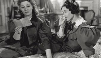 La actriz británica Greer Garson leyendo una carta en 'Pride and Prejudice' (1940), basada en la novela homónima de Jane Austen (Getty Images)