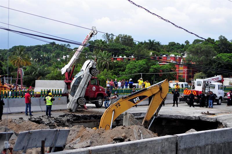 Paso Express, Cuernavaca, Morelos, SCT, socavón, dos muertos, carretera