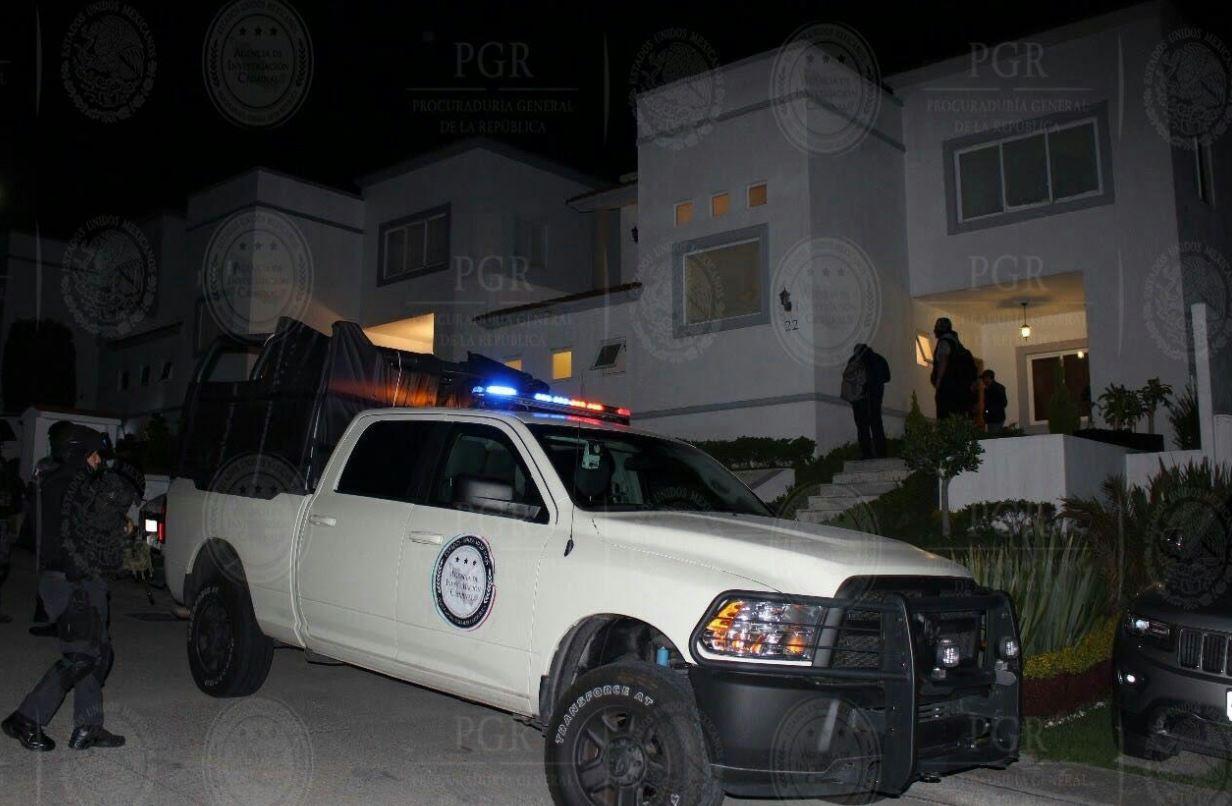 patrullas ene la casa en donde fue detenido la quinceañera