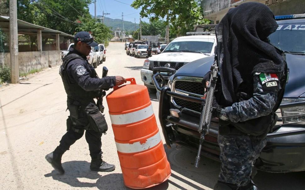 Policía Federal a las afueras del penal Las Cruces, en Acapulco