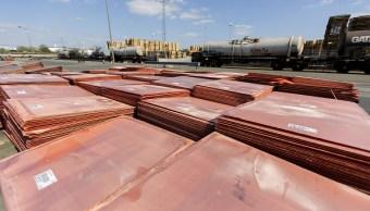 Placas de cátodo de cobre almacenadas al aire libre
