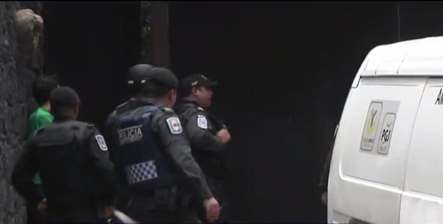 policias vigilan vivienda donde murio una nina