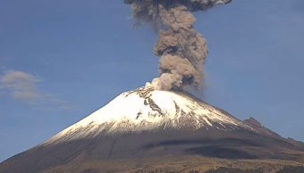 El volcán Popocatépetl presentó este domingo una explosión (Twitter: @LUISFELIPE_P)