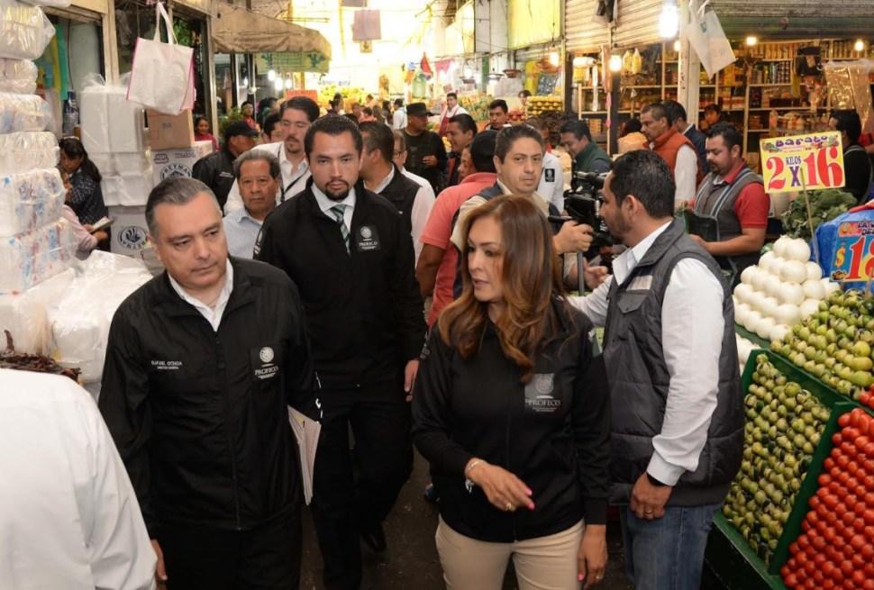Rafael Ochoa Morales recorrió la Central de Abastos de Toluca. (Profeco)