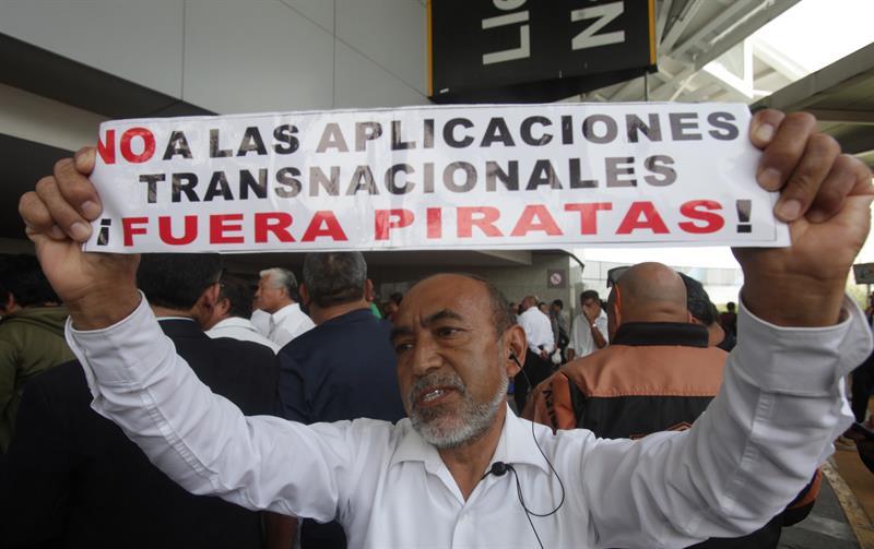 Protestan taxistas, AICM, Uber, Cabify, aplicación, app, transporte