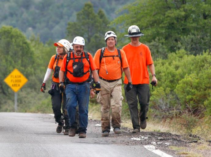 Un grupo de rescatistas en Arizona, EU (AP)