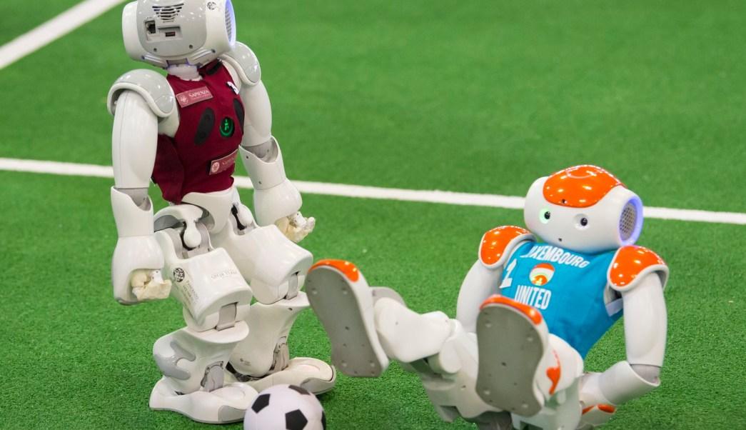 Robots futbolistas compiten en la RoboCup 2017