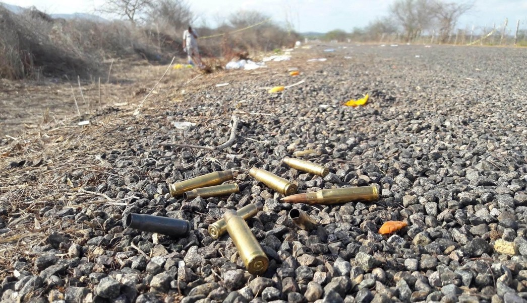 Casquillos en la zona del enfrentamiento en Villa Unión, Sinaloa