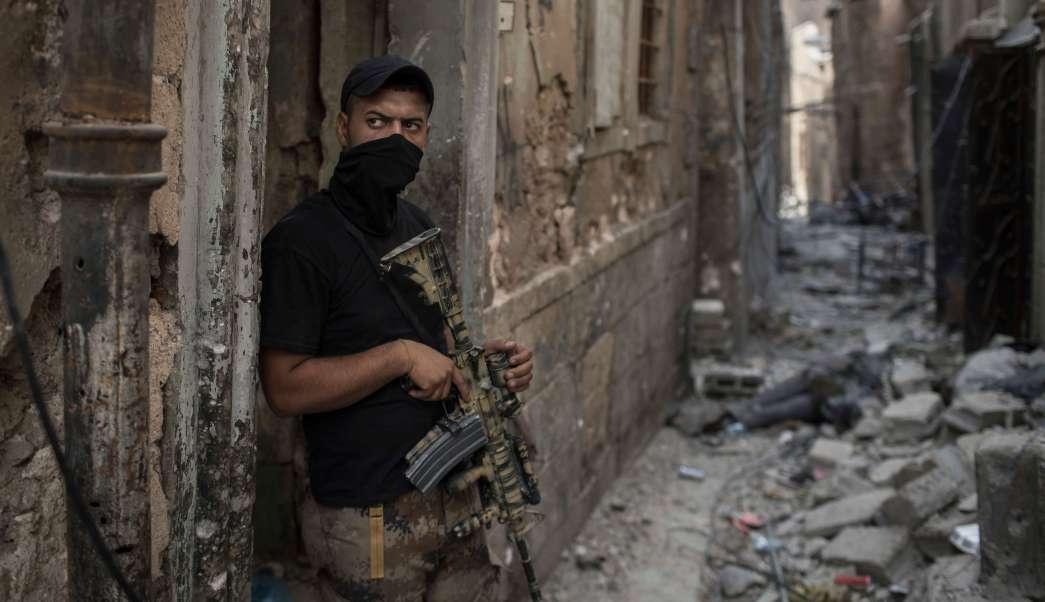 Soldado iraquí en Mosul tras la salida del Estado Islámico