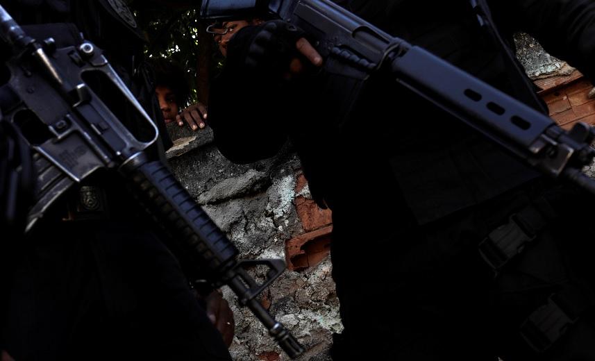 Policías brasileños patrullan las calles de Río de Janeiro (Reuters)