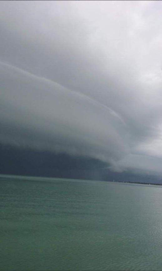 Bandas nubosas provocadas por una tromba marina en San Fernando, Tamulipas