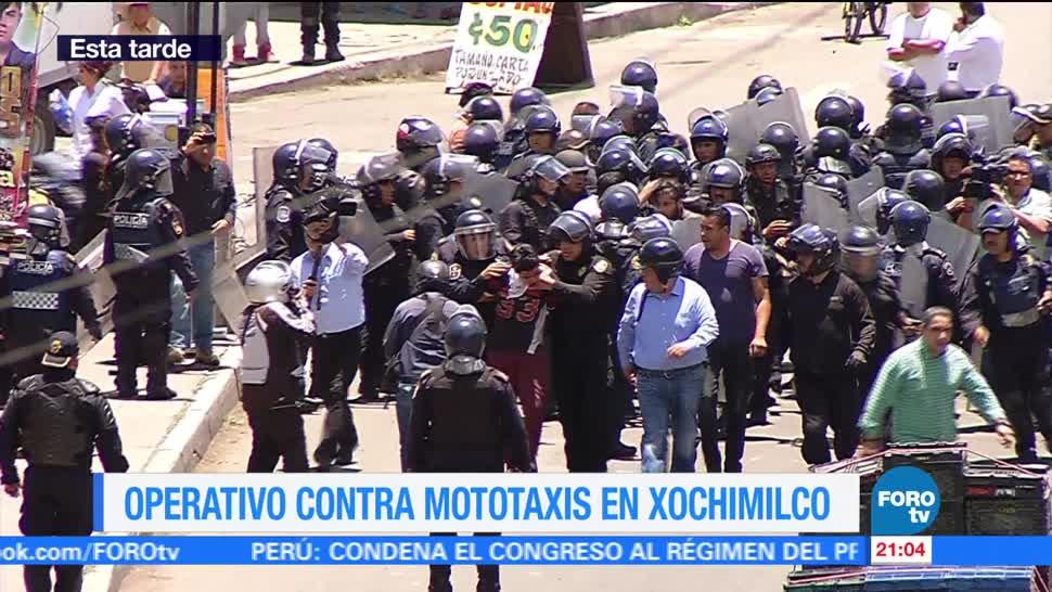Enfrentamiento entre policías y mototaxistas en Xochimilco