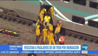 Rescatan Pasajeros Tren Atrapado Inundacion California