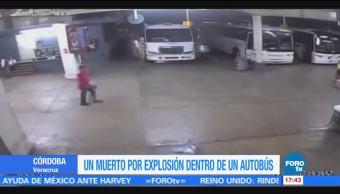 Captan momento de explosión dentro de autobús en Veracruz