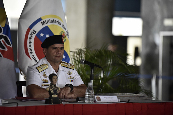 Maduro felicita al Ejército por controlar situación en Fuerte Paramacay
