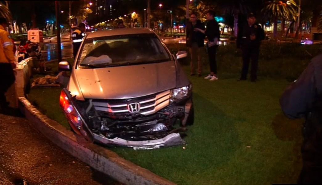 Un auto se accidenta sobre paseo de la reforma