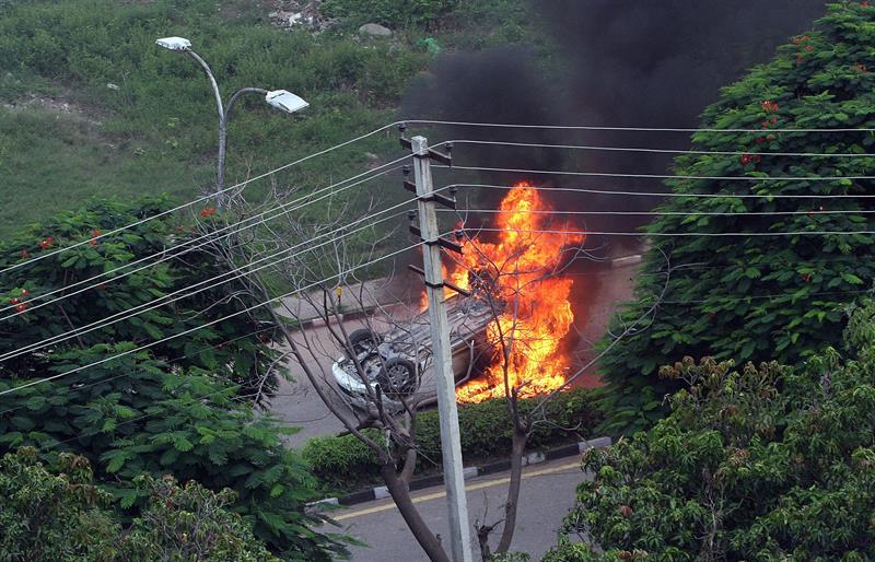 Aumentan a 28 los muertos por disturbios tras condena de gurú en India