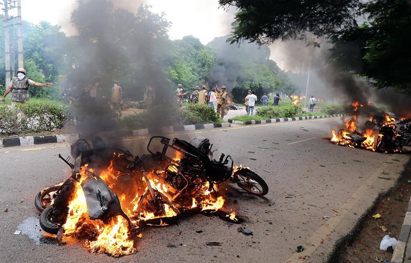 Aumentan a 28 los muertos por disturbios en India