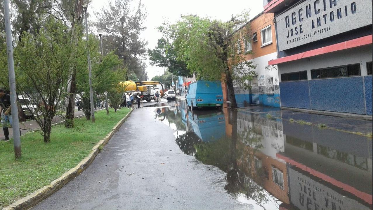 Socavón de la CDMX se debió a colapso de las tuberías: Monreal
