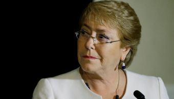 Bachelet anuncia la renuncia de los ministros de Hacienda y Economía