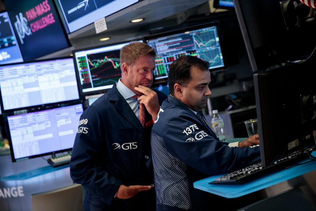 Wall Street crece animado por el buen balance de Apple