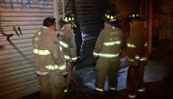 Bomberos controlan incendio en magdalena mixhuca