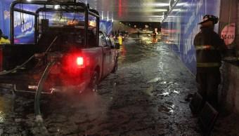bomberos de la cdmx desazolvan un bajo puente