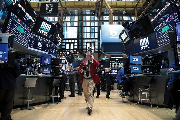 Bróker en el piso de la Bolsa de NY